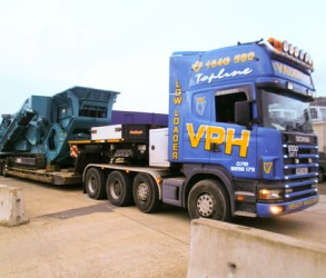 Scania Low Bed Cheftain Powerscreen